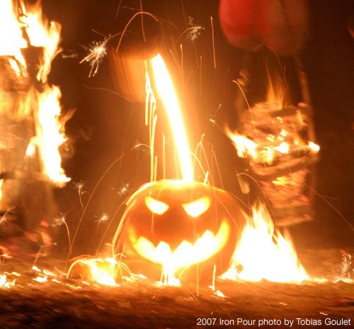 Iron_pour_pumpkin